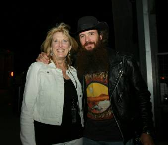 Closing the night out with a hug from Cody Jinks!